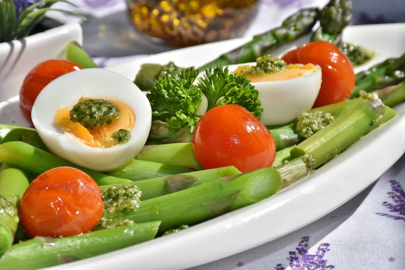 example of a low carb meal - green asparagus and boiled eggs