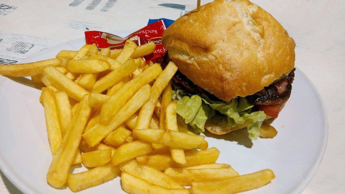 burger-1140824_1920-1200x675.jpg